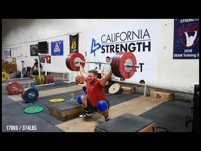California Strength тяжёлые взятия на грудь и рывки в сед с плинтов