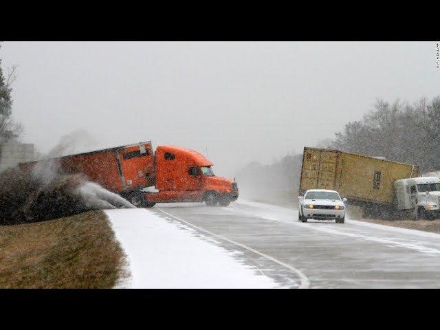 Ледяной каток на дороге. Зима пришла неожиданно.