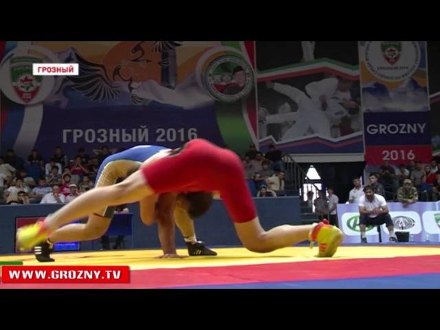 В Грозном завершился первый день открытого республиканского турнира по вольной борьбе