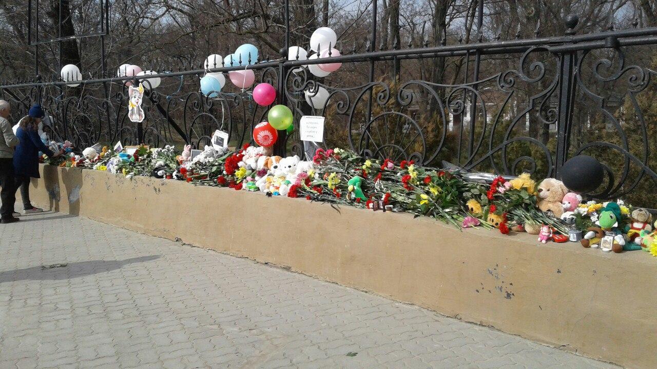 Администрация Таганрога:В Таганроге организовано место скорби по погибшим в Кемерово