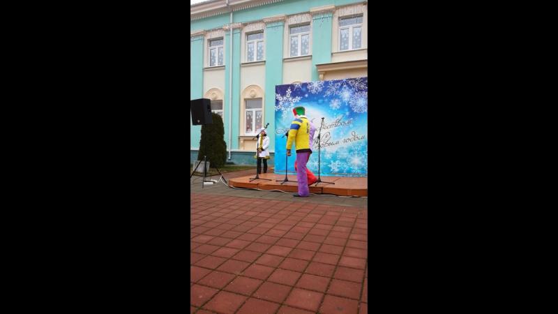 Папочка поёт на празднике НГ г п Кореличи