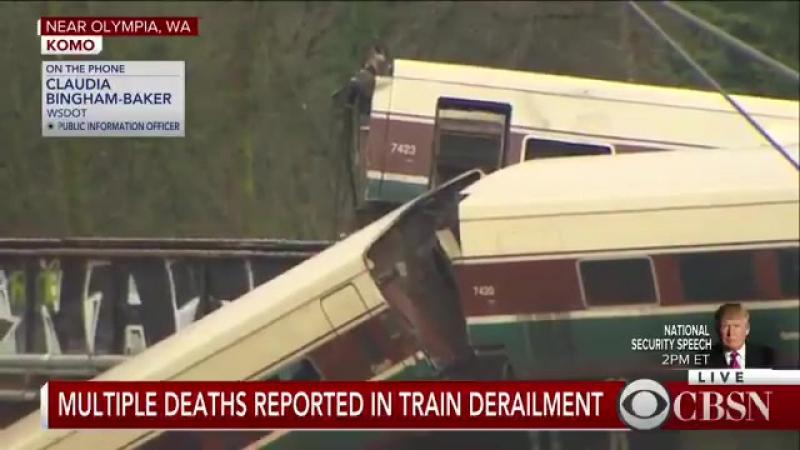 В США пассажирский поезд рухнул с моста