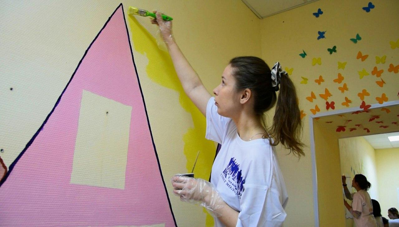 Волонтёры разрисовали стены в Солнечном доме