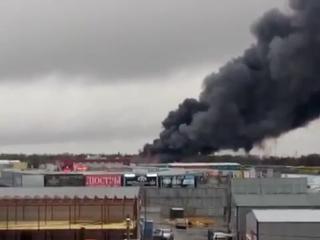 РБК — огонь охватил рынок Атлант на площади 1000 кв. м в Ростове-на-Дону