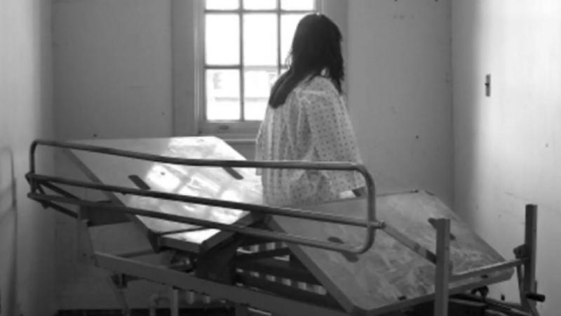 ОТЕЦ-УБИЛ-НАСИЛЬНИКА-малолетней-дочки-прямо-в-зале-суда