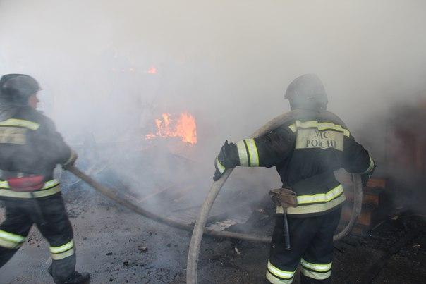 За ночь в Мурманске сгорели два гаража и две машины