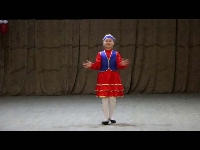 Асрарова Арина Ильдаровна, 7 лет, фольклорный башкирский танец Бишбармак, преподаватель Махатова З