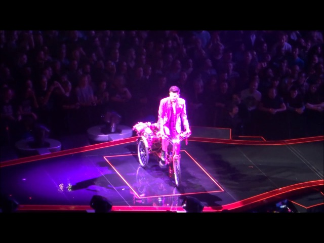 Queen Adam Lambert - Don't Stop Me Now Bicycle Race In Love with my car - O2, 13/12/17