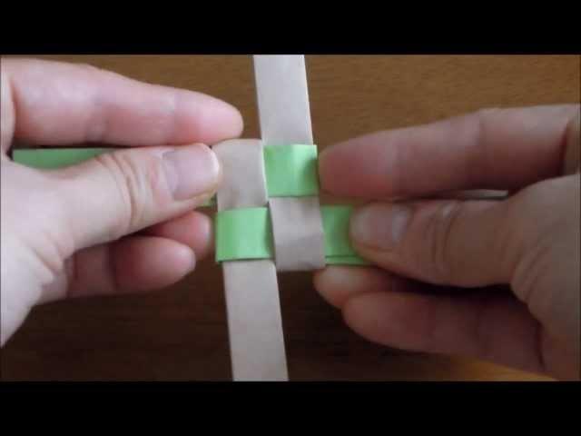 チラシで作るカゴ編み Part 1