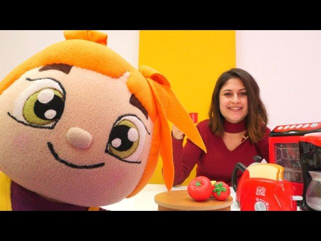 Lili Ayşe'ye sürpriz kahvaltı hazırlıyor Evcilik oyunları