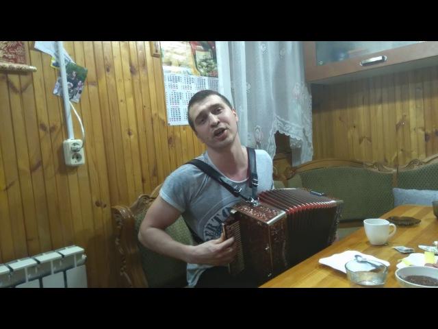 На гармони Рекшинского играет и поет талантливый гармонист Расим Фасихов.