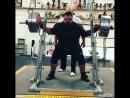 Майкл Брентон приседает 370 кг на 4 раза