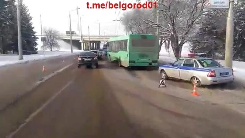 Затрудненное движение в районе УСК Хоркиной после ДТП с участием автобусов 7 февраля 2017г