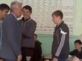 Учитель напал на школьника и получил Уличные драки RU
