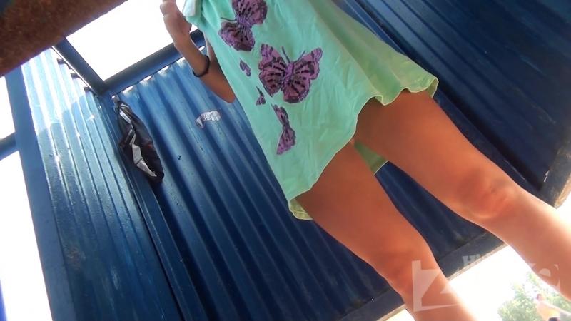 Подглядывание в пляжной кабинке видео тобой!