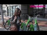Лили возле кофейни «Starbucks» в Лос-Анджелесе (06/02/18)