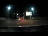 Смешно признать - впервые вижу, чтобы водитель двухколесного ТС (в данном случае - скутера) так соблюдал ПДД! Молодец!