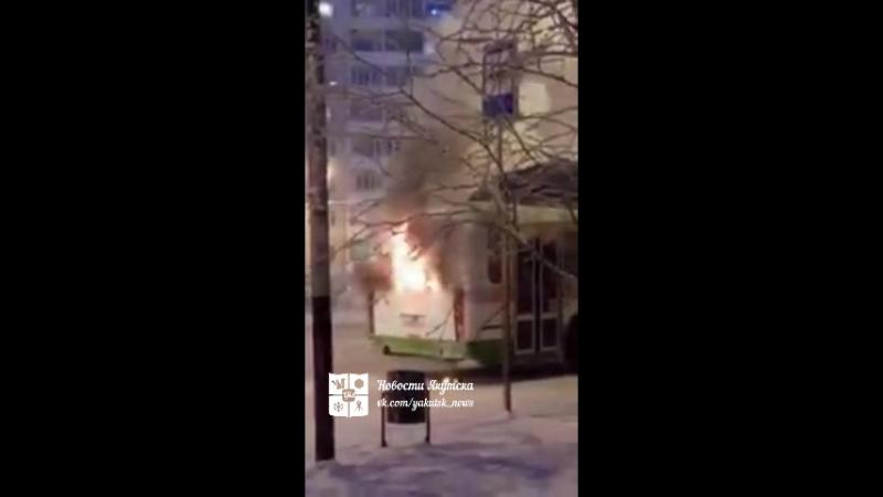 Автобус загорелся в Якутске