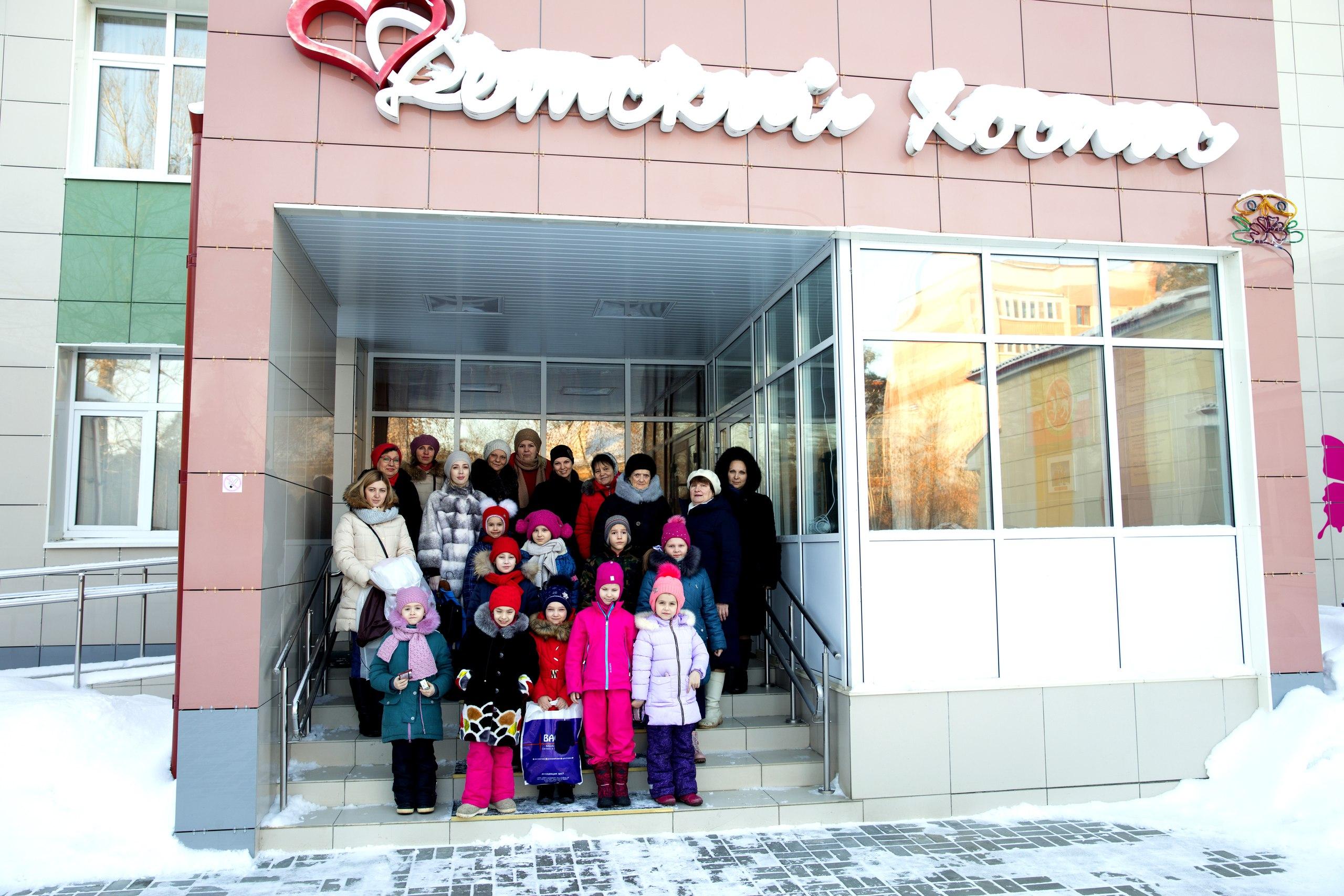 Воспитанники православной гимназии представили рождественскую постановку в детском хосписе