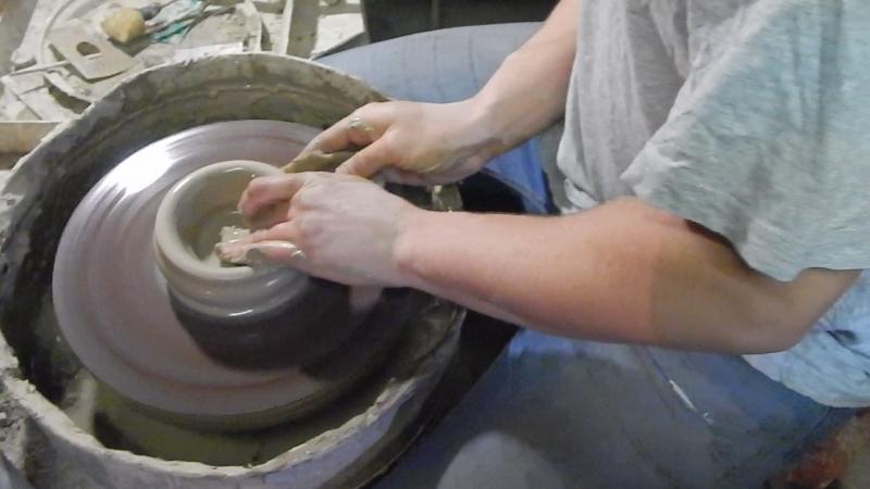 Изготовление бутыли на гончарном круге