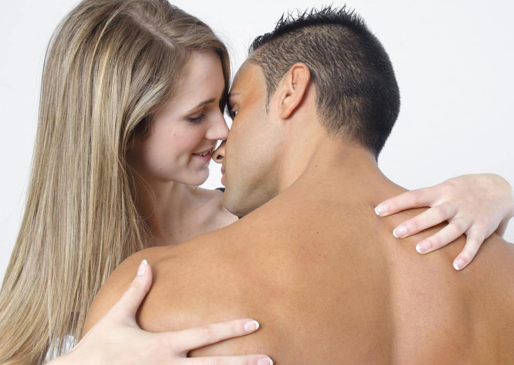 Мазок пениса может быть выполнен для мужчин, которые подозреваются в наличии гонореи
