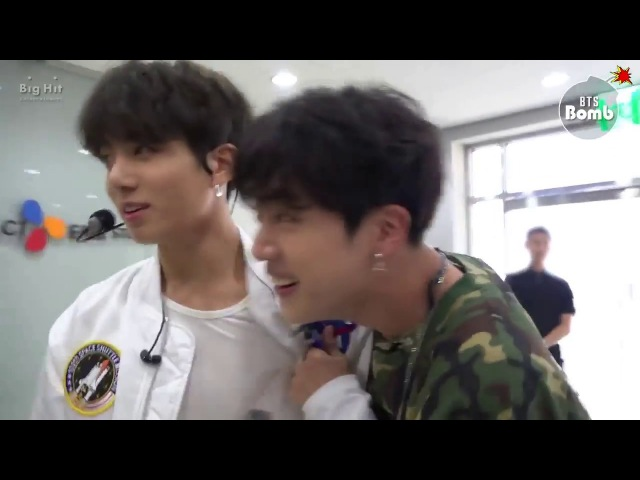 [ENG ESP SUB][BANGTAN BOMB] BTS 고민보다 GO Mic Drop Behind the stage VKook Singing Together