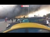 Пожарные продолжают бороться с крупным пожаром на стройрынке Синдика в Москве - live