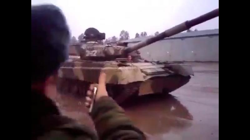 Русский разворот на танке Т 80 Drift the T 80