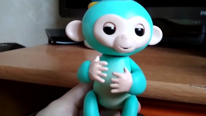 Обезьянка Fingerlings Зоя видео