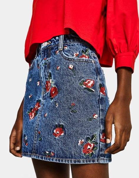 Джинсовая юбка с цветочной вышивкой