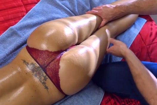 Сделал массаж ей и трахнул эту сучку