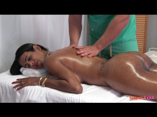 Naomi - Naomi Fucked By Her Masseur! (Трансы порно shemale ladyboys Tranny porn sissy tranny трапы анал)