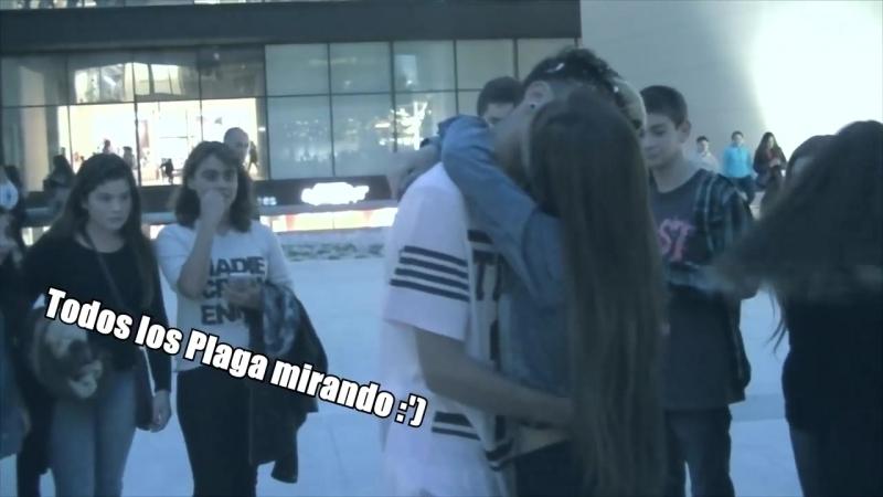 Beso o Cachetada con Espuma - BESANDO A DESCONOCIDAS - AlexanderWTF