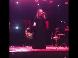 Елка поет на концерте