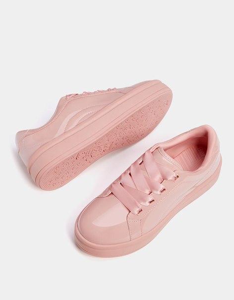 Однотонные лакированные кроссовки со шнурками из атласа