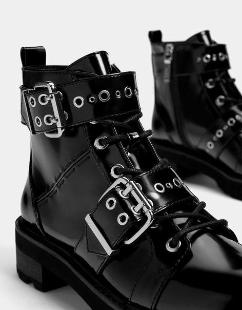 Байкерские ботинки с пряжками и заклепками
