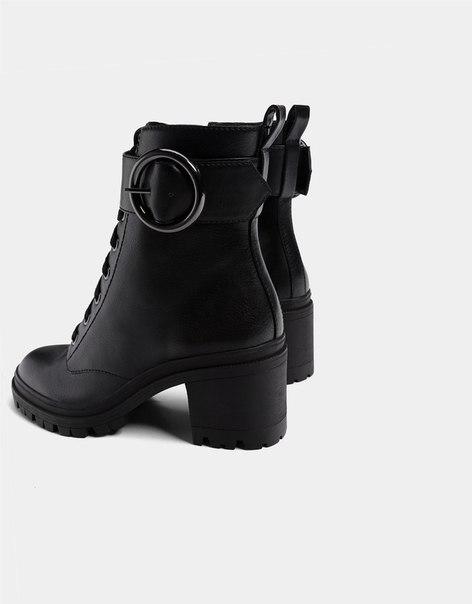 Ботинки на каблуке, со шнуровкой и пряжкой