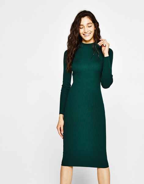 Платье из трикотажа в рубчик с застежкой на пуговицы на воротнике