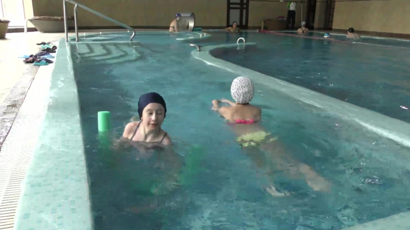 Веселье в бассейне