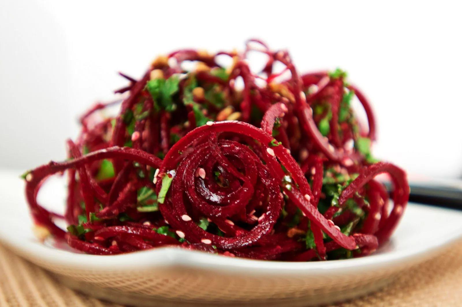 Салат с красной свеклой и свежей мятой