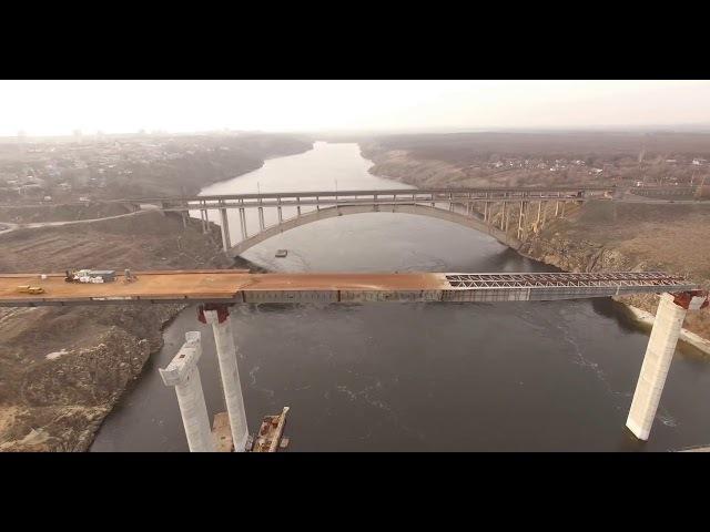 Мост в Запорожье, который строят 24 часа в сутки