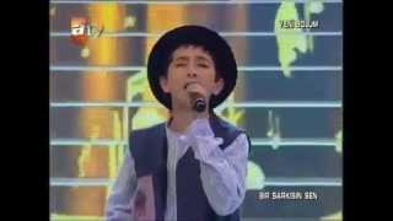 Turkish boy sings Awara Hoon: So adorable