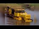 Гусеничный трактор Кировец форсирует реку