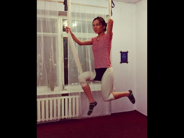 """Йога в самом центре Омска on Instagram: """"Потому что Купидончик! Выглядит просто, делается легко, особенно если помогает тренер, а он всегда рядом 😀..."""