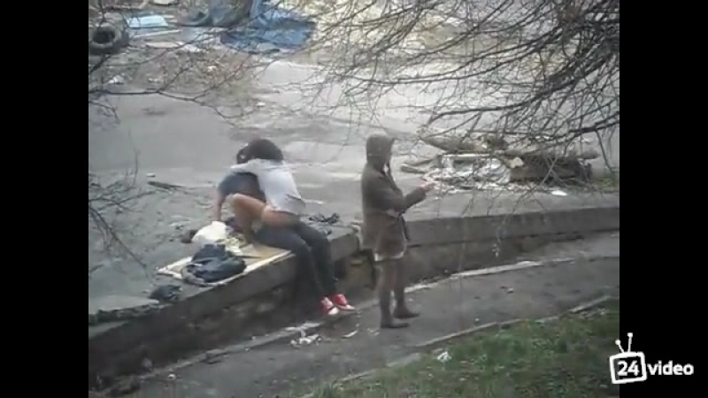 трахаются улици алкаши на
