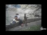 Телка смотрит как ее подруга трахается с парнем на улице