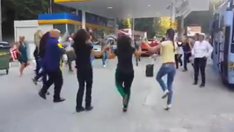 Srbi igraju