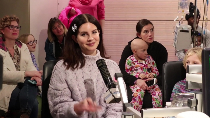 Лана Дель Рей в детской больнице Монро Карелла младшего при Университете Вандербильта