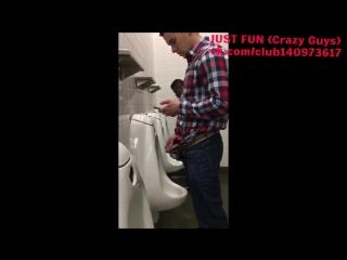 Насосала у парня в туалете видео