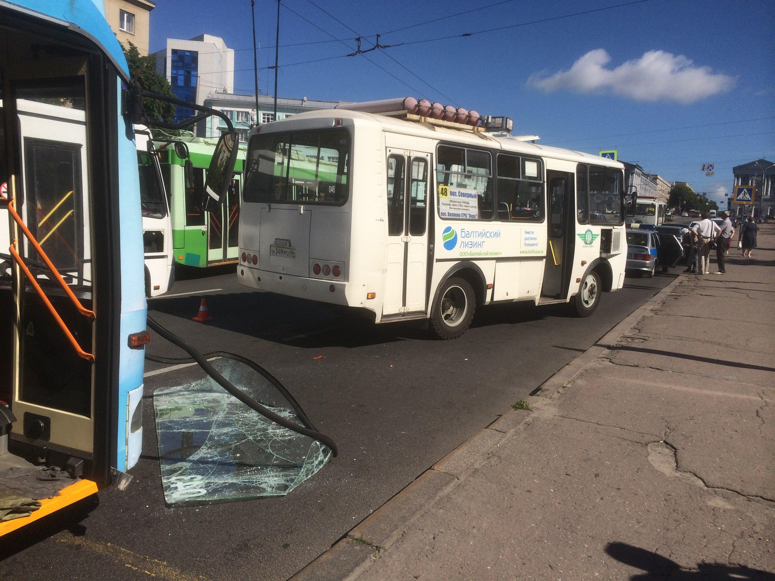 На Красной площади не разъехались троллейбус и автобус